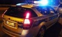 policyjny radiowóz z właczonymi światłami